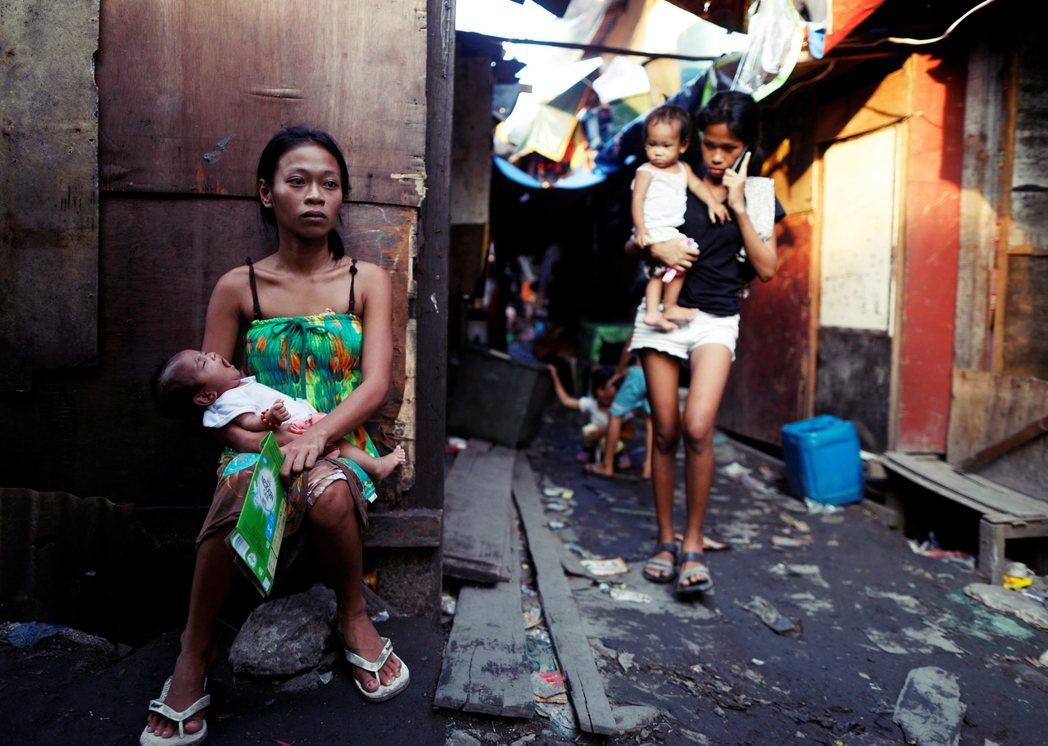 許多性騷擾或是性暴力發生的場景往往比一般人所想像的還要日常與隨機。在聯合國與奎松...