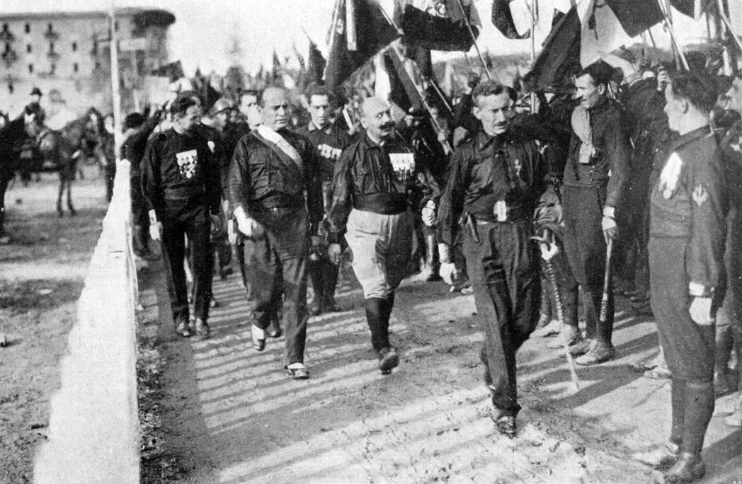1922年的「進軍羅馬」(Marcia su Roma)時,威脅害怕政變的國王並...