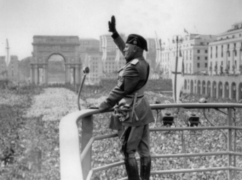 在墨索里尼成為首相的掌政的頭幾年,法西斯主義在政治及經濟上尚屬局外人。圖為192...
