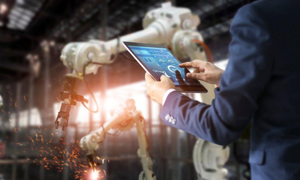 泰國加速4.0智慧建設,吸引航太、生技、精密醫療、人工智慧等先進企業遷移泰國生產...