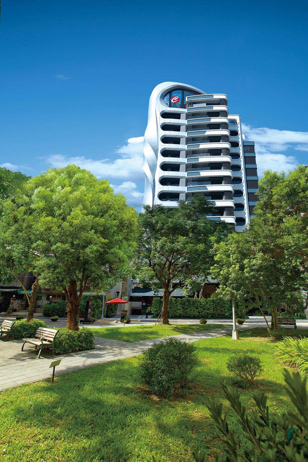 以充滿螺旋、弧形的國際自由曲線建築之姿,成為華山藝文特區旁不得不看的視覺亮點。 ...