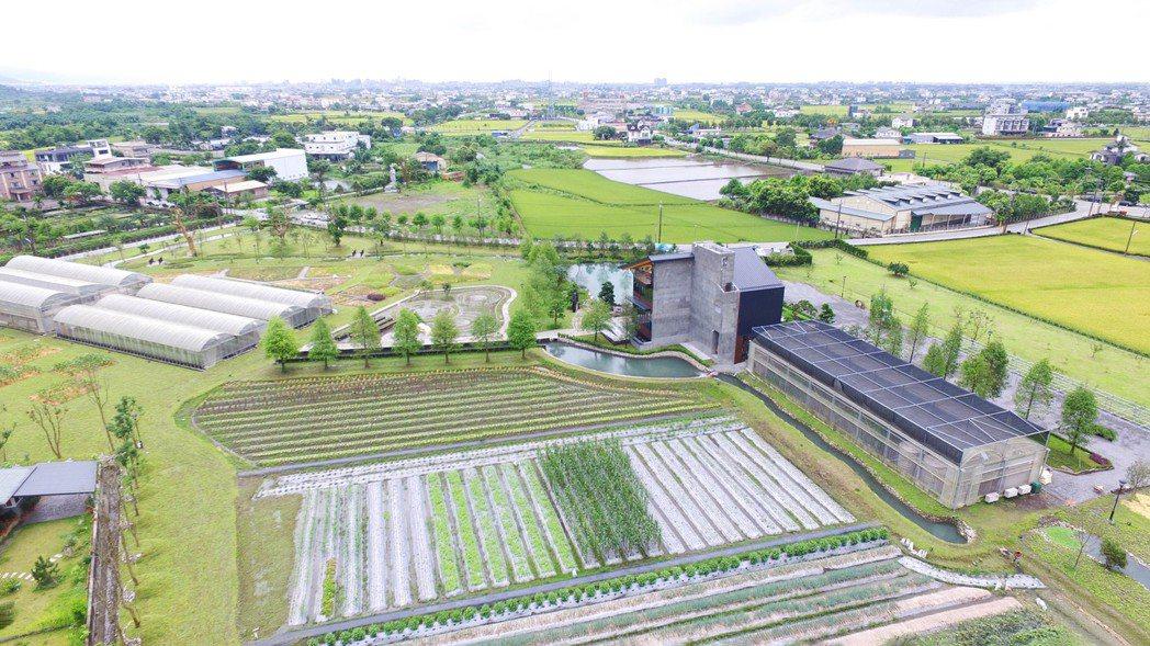 農場培育的無毒有機蔬果,做為棗稻田餐廳在地料理之用,部份提供給宜蘭縣政府,做為縣...