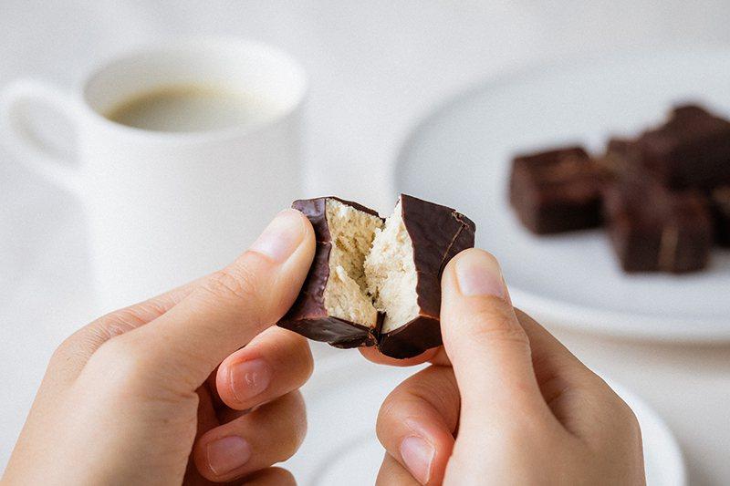 ▲這款味覺系高蛋白零食讓消費者追求完美身形仍舊可以「嚐甜頭」。 圖/Spark ...