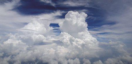 成長中的雷雨,也是飛行員避之唯恐不及的怪獸 (圖/慢飛鴨提供)