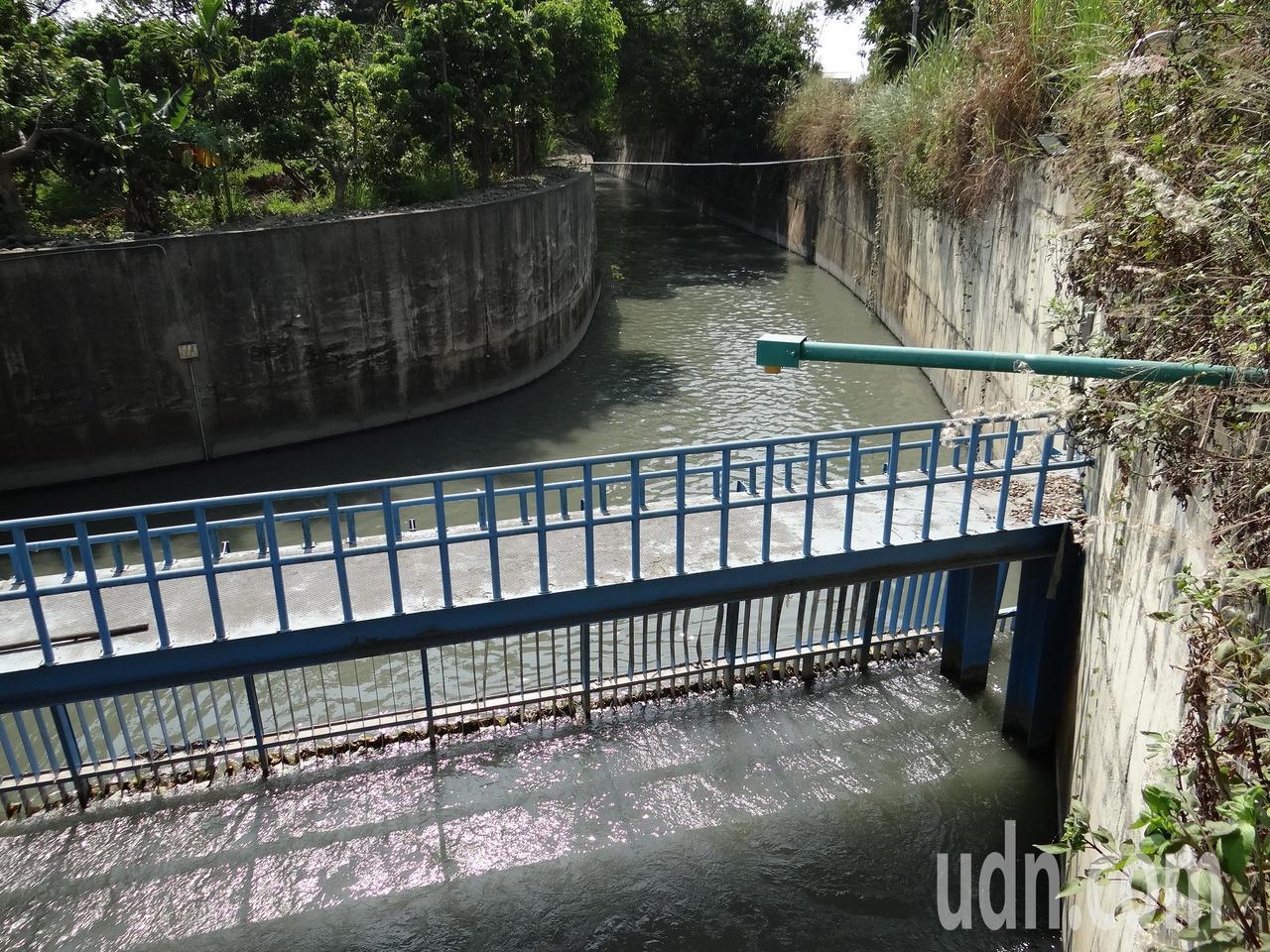 彰化市東西二、三圳共同的進水口,在鳥嘴潭人工湖用地的下游。記者何烱榮/攝影