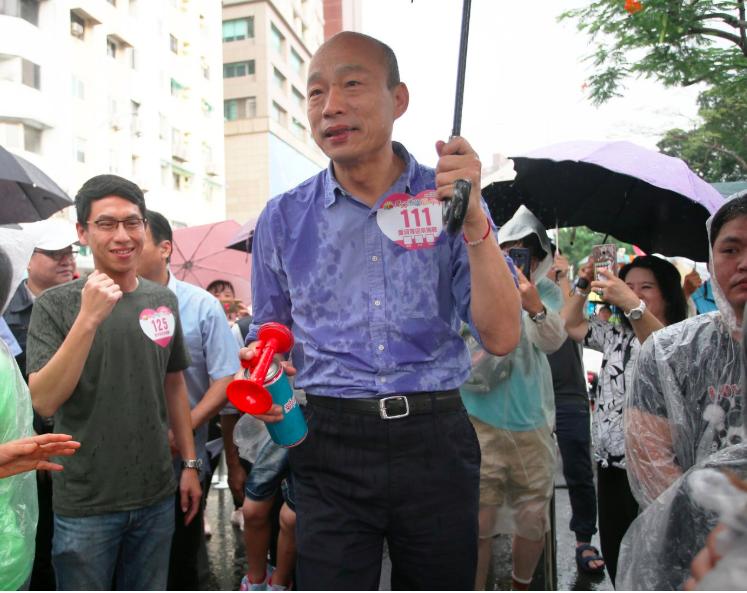 「台灣競爭力論壇學會」今天公布最新民調,2020若三腳督,韓國瑜目前民調領先。圖...