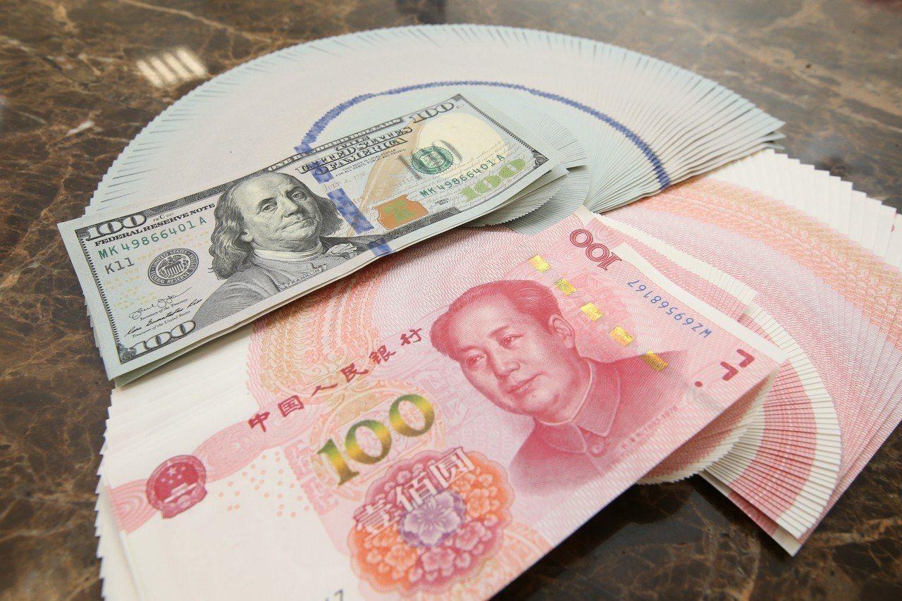 人民幣對美元中間價調貶43點,跌破7關口。聯合報系資料照