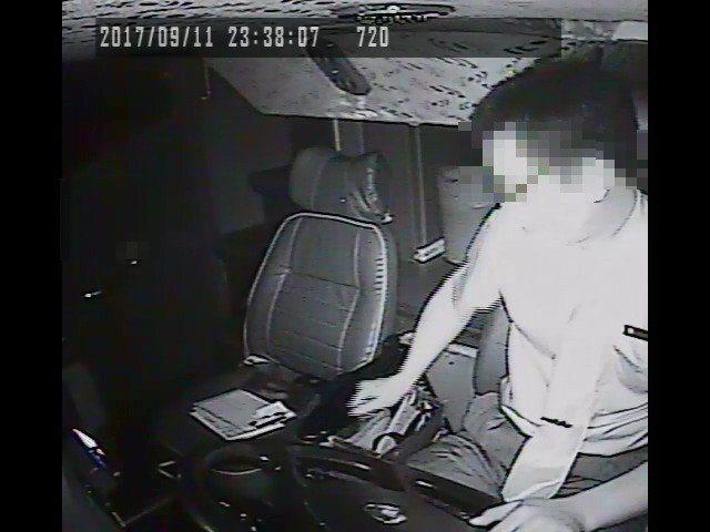 檢警查出肇事主因為吳恊松低頭找紙巾分心。圖/報系資料照