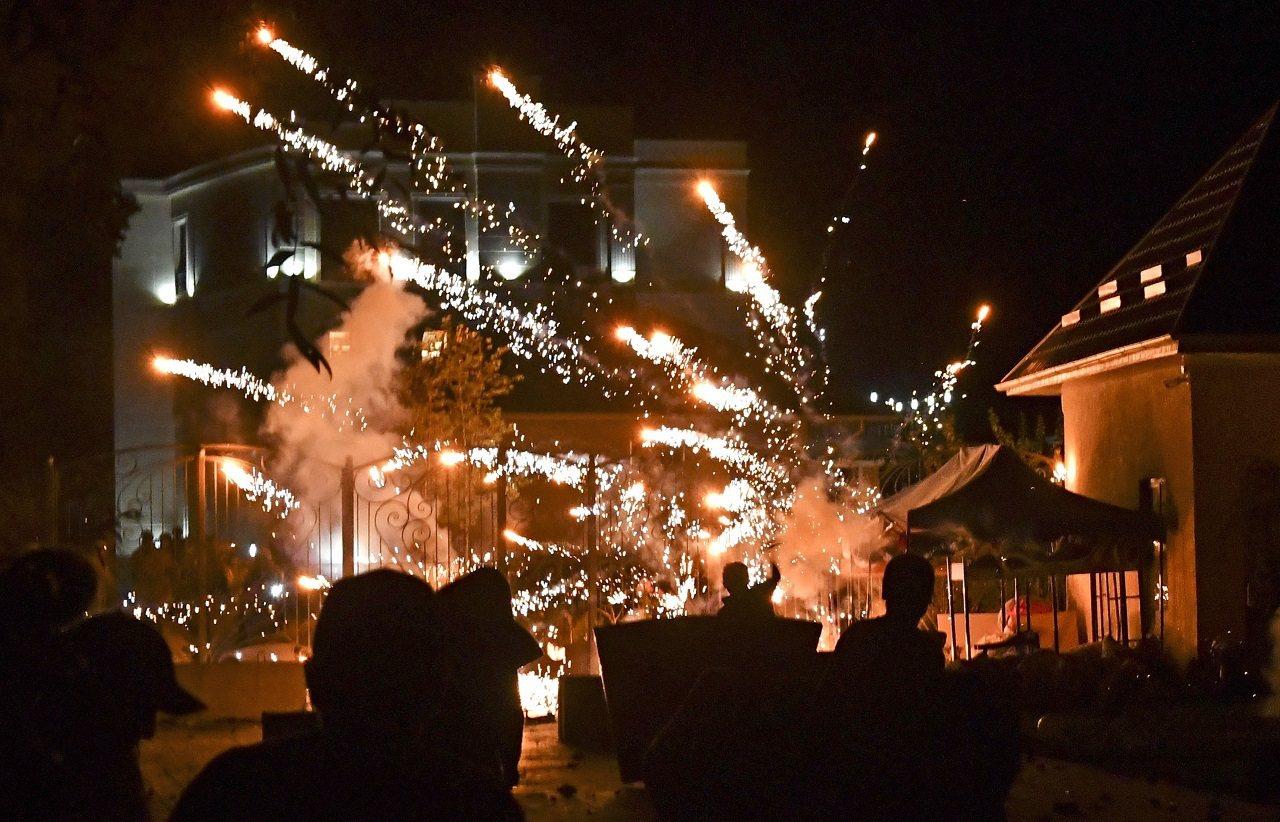 吉爾吉斯特種部隊7日衝入前總統阿坦巴耶夫宅邸,試圖將他逮捕羈押,與在場的阿坦巴耶...