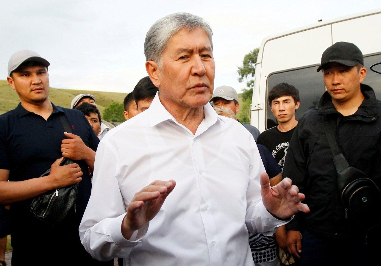 吉爾吉斯前總統阿坦巴耶夫6月27日在首都比許凱克近郊的宅邸庭院接見記者。路透