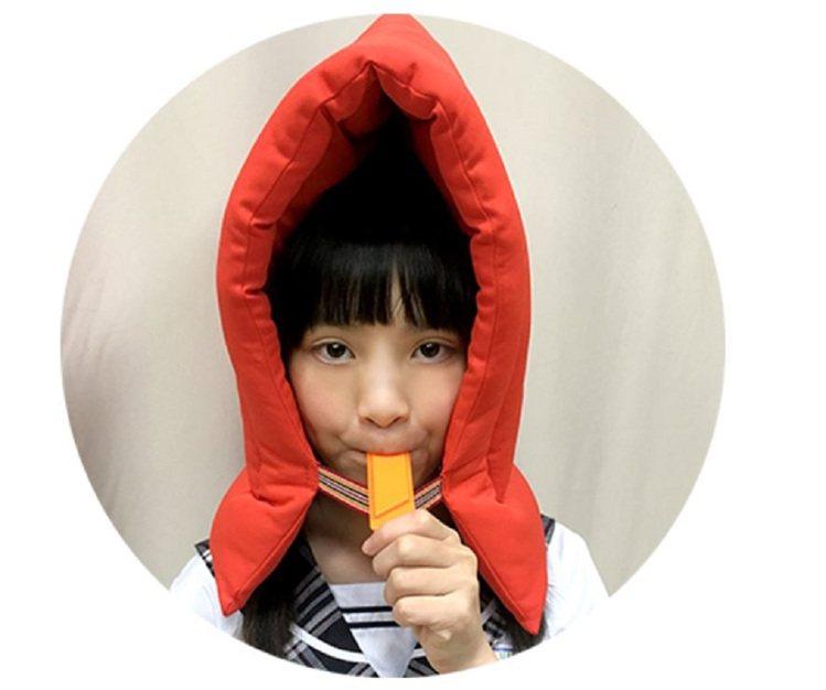 兒童成人阻燃性防災頭套(含口哨),原價1,080元、松果購物特價580元。圖/松...