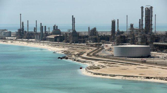 沙烏地阿拉伯一處煉油廠的石油碼頭。路透