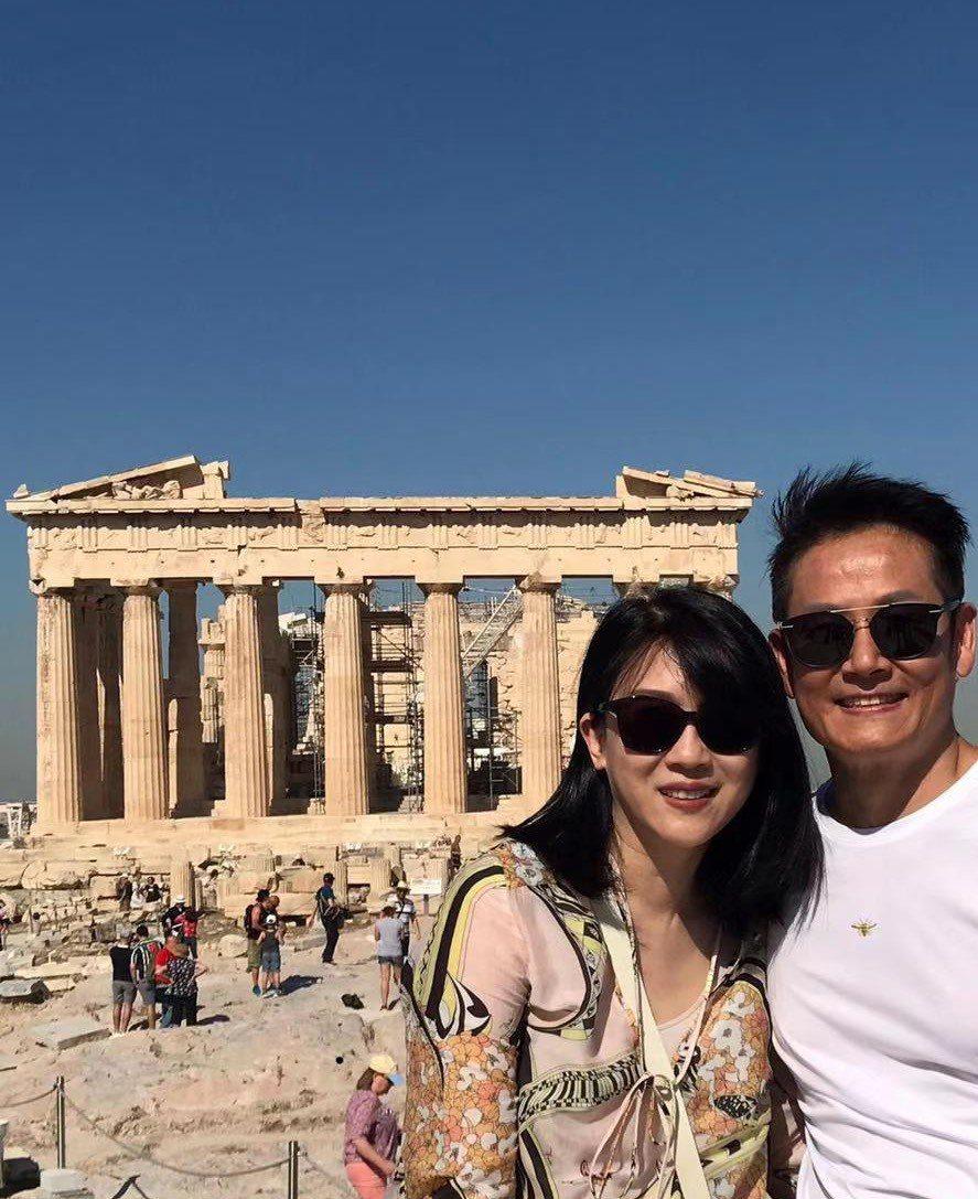 徐乃麟(右)和老婆歡慶結婚30周年。圖/17 Media提供
