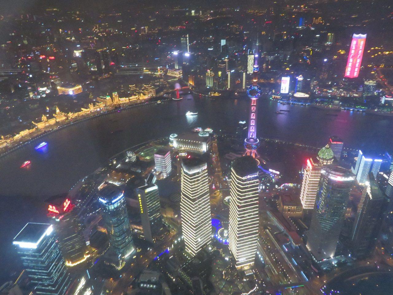 上海正積極發展「夜間經濟」,希望「夜上海」能成為拉動經濟增長的另一部火車頭。記者...