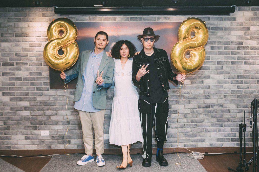 9m88發片記者會,金曲歌王Leo王(左)、金曲製作人黃宣(YELLOW)驚喜現...