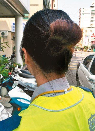 高雄市警局4年前曾規定女警執勤時長髮梳髻,但引發反彈。 圖/聯合報系資料照片