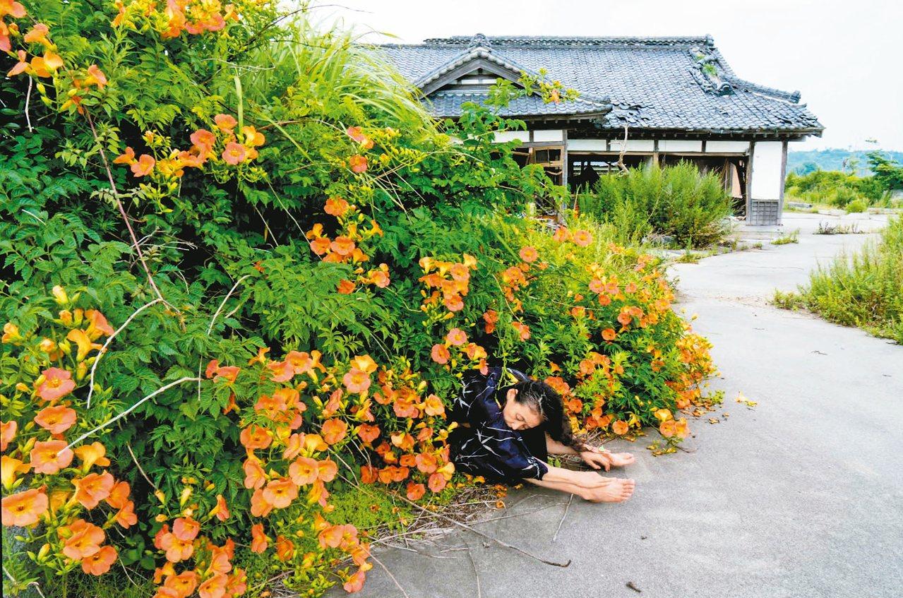 福島核災後,日本舞蹈家尾竹永子重返災區,花五年時間創作影片「身在福島」。 圖/雲...
