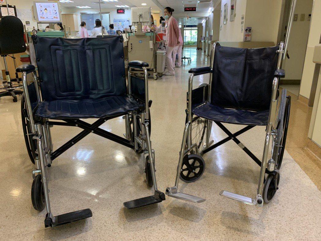 提供給病態性肥胖的患者使用的輪椅(左)比一般輪椅(右)足足大了一倍。 記者陳雨鑫...