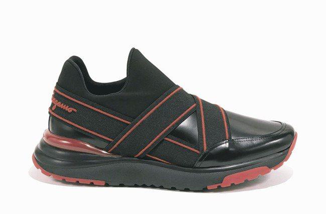 ●HYBRID系列黑色繫帶牛皮球鞋,33,500元。