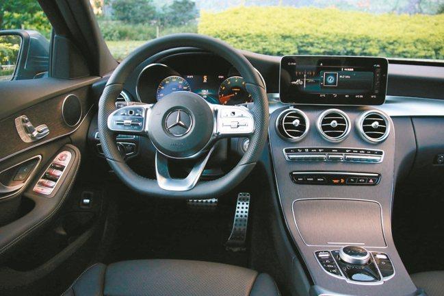 The new C 300 提供了更棒的座艙豪華氛圍。 圖/陳志光