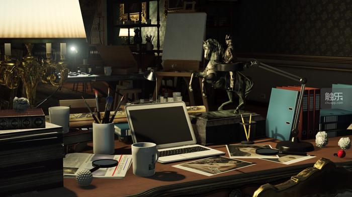 就像這個書桌一樣平淡無奇,又似乎很有意境。