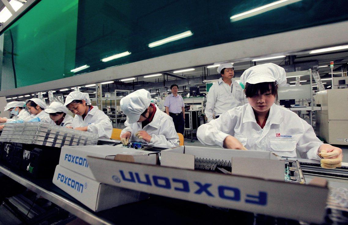 英國《衛報》9日頭版刊出與跨國勞權NGO「中國勞工觀察」(CLW)合作的調查報導...