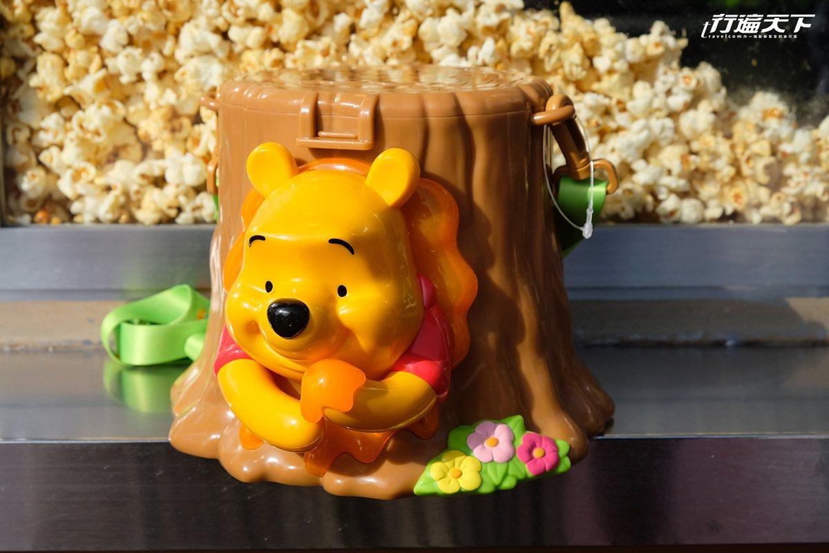 小熊維尼的爆米花筒非常人氣,背後更藏有小豬隱藏後頭。