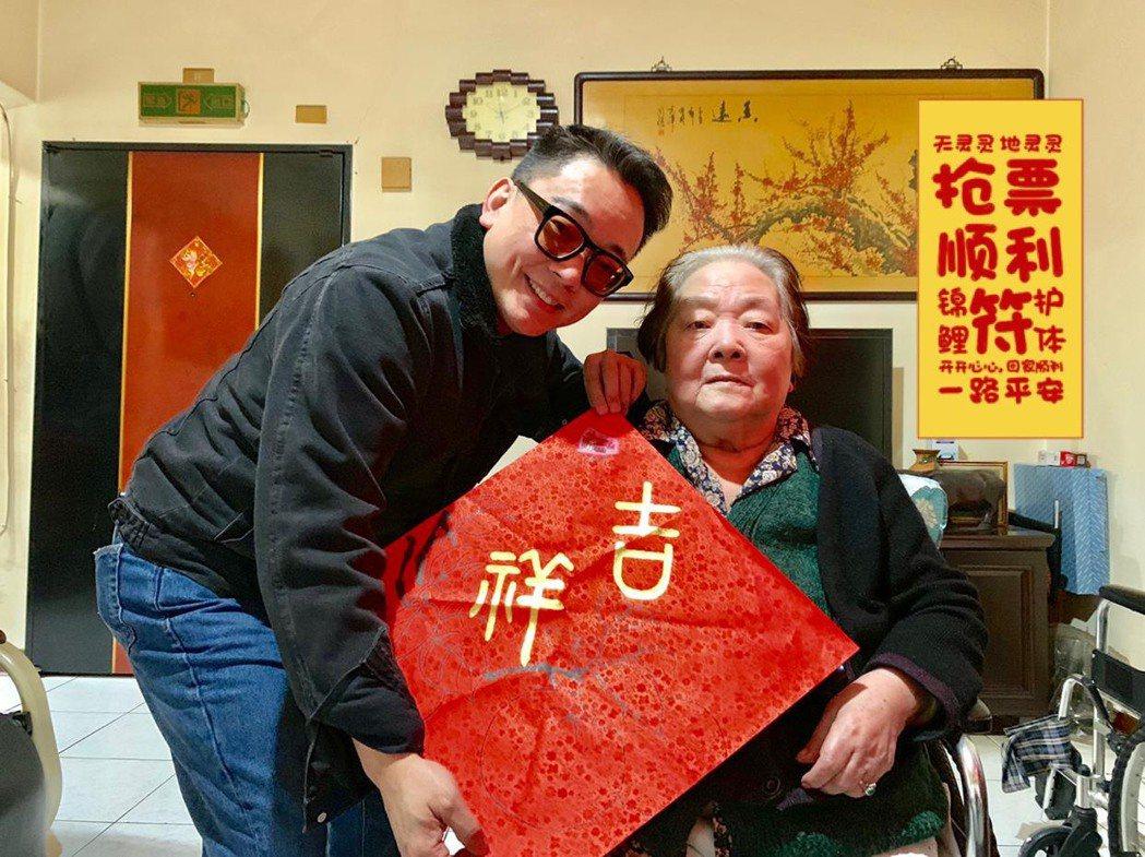 詹惟中買休旅車,就是想帶行動不便的媽媽四處吃喝。圖/台灣達人秀提供