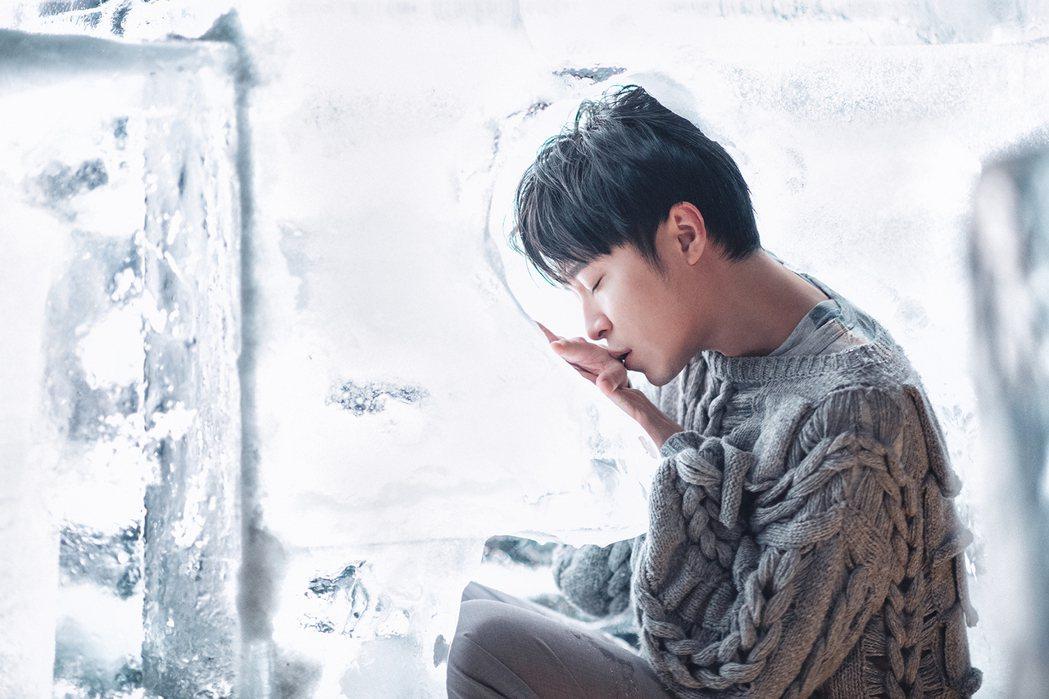 吳青峰在零下溫度拍攝單曲「太空」MV,拍到凍傷。圖/環球音樂提供
