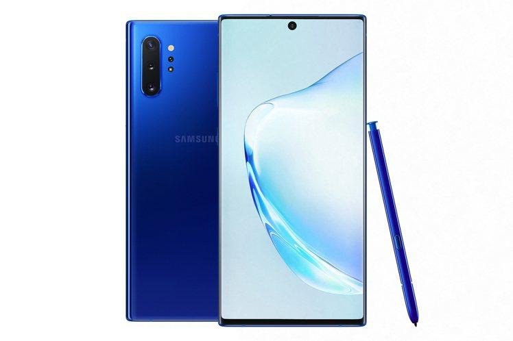 Galaxy Note10+星環藍,流動的光澤非常搶眼。圖/台灣三星電子提供