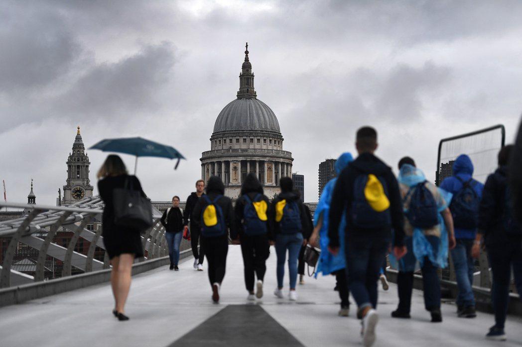 英國第2季經濟陷入萎縮,是六年多來首見情況。  歐新社
