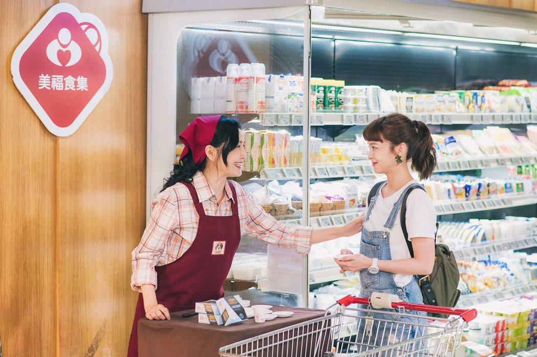 葉星辰(右)演出「男神時代」超市買食材戲,驚見于台煙客串,一秒變粉絲。圖/東森提...