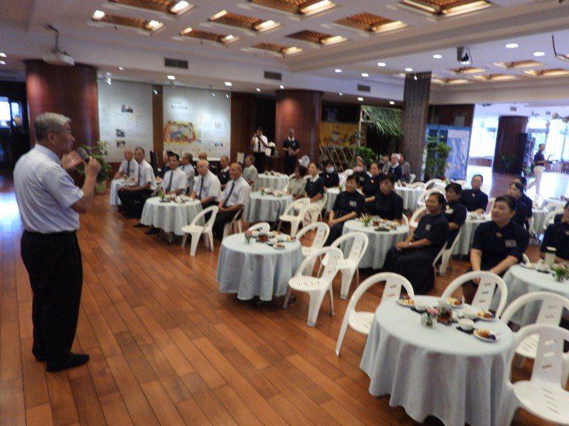 慈濟台南靜思堂舉辦921震災20年回顧展,當年賑災志工分享正能量。記者周宗禎/攝影
