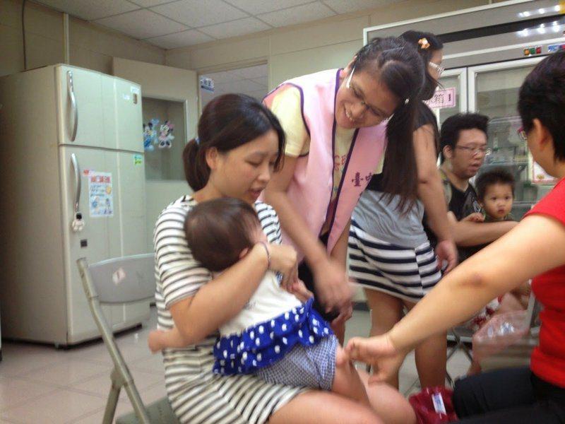 衛生所業務包山包海,為民眾接種疫苗是大家最熟悉的業務之一。圖/衛生所護理師提供