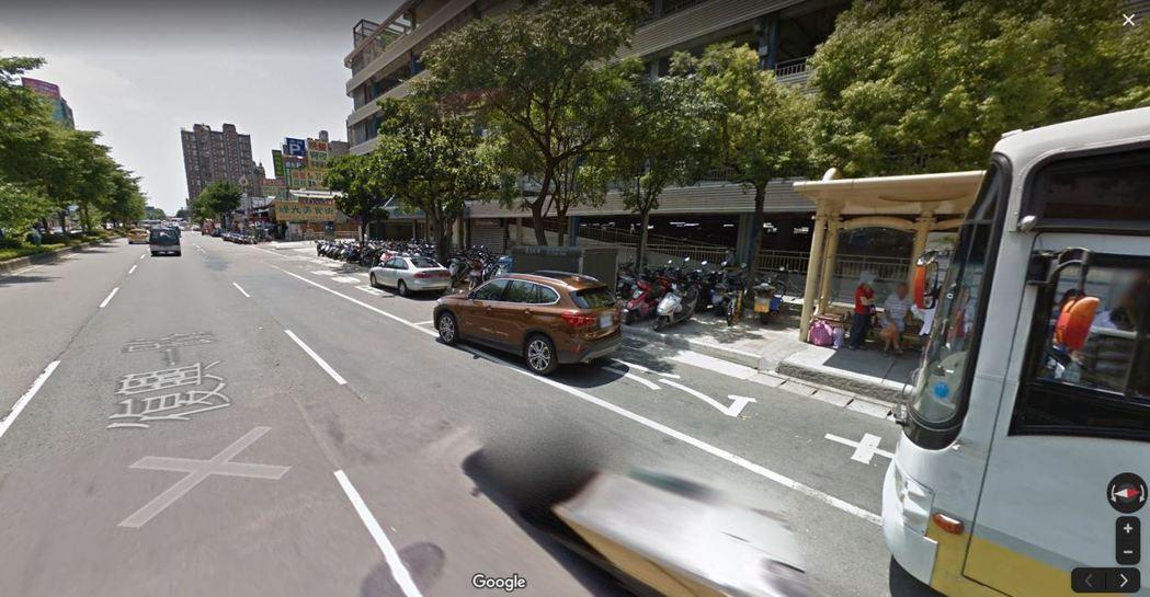 林口長庚醫院旁、桃園市龜山區復興一路一處公車停靠區,時常發生車輛違停,造成公車無...