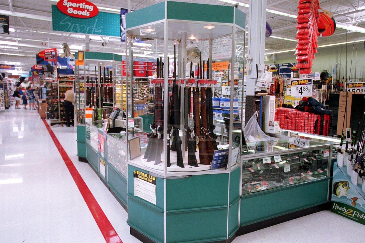 德州沃爾瑪發生重大槍擊案之後,沃爾瑪決定把店裡的暴力電玩全部下架,但還是繼續售槍...