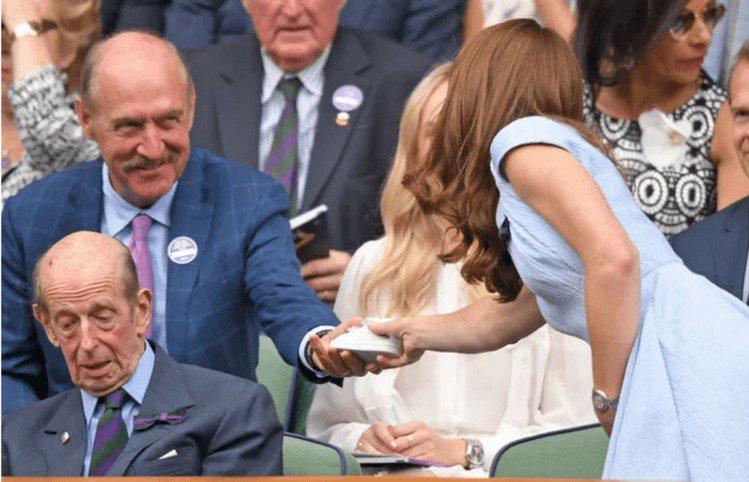 凱特王妃是熱血的網球迷,每年的溫布頓賽事從不缺席,自2016年接棒伊莉莎白女王後...
