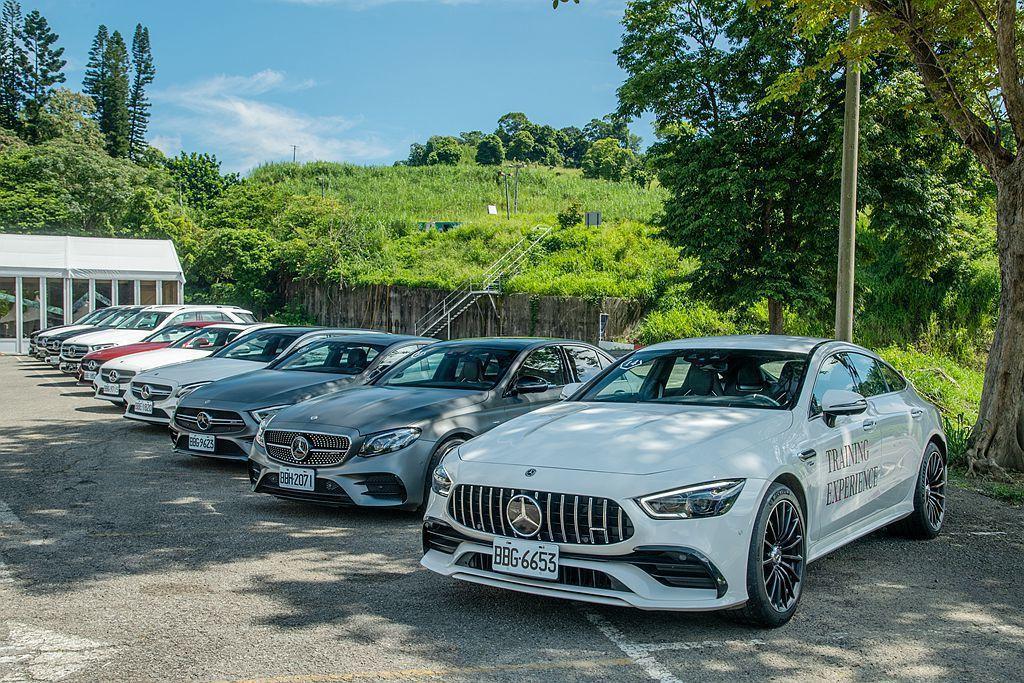利用長時間路試以及簡單的操控關卡,感受Mercedes-AMG E53 4Mat...