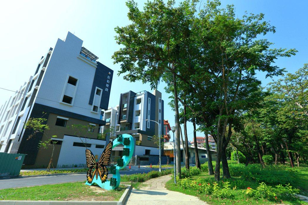 「金湖邨」家門口就是金獅湖蝴蝶園。圖片提供/佐伯建設