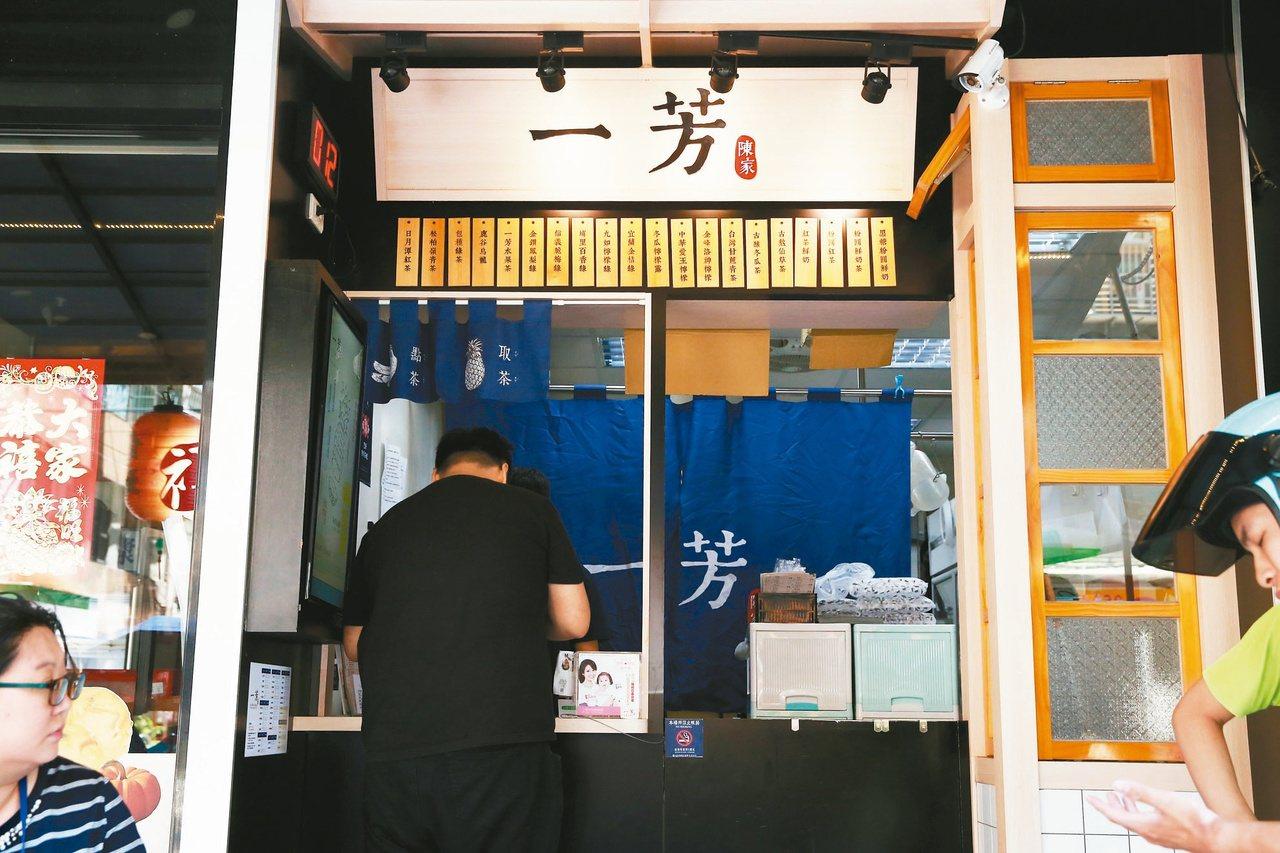 飲料店立場戰越演越烈,繼一芳水果茶之後,包括台灣連鎖手搖飲料店龍頭50嵐,還有超...