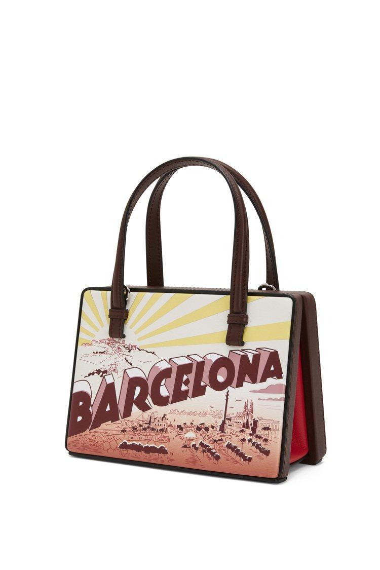 Postal酒紅色巴賽隆納肩背提包,售價90,000元。圖/LOEWE提供