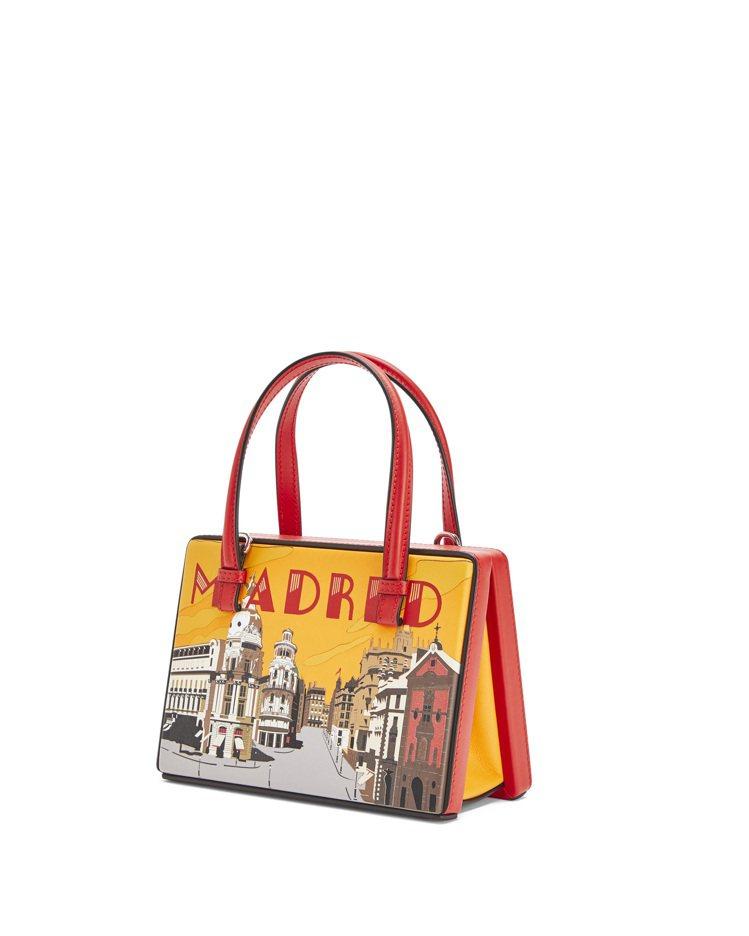 Postal紅色馬德里肩背提包,售價90,000元。圖/LOEWE提供