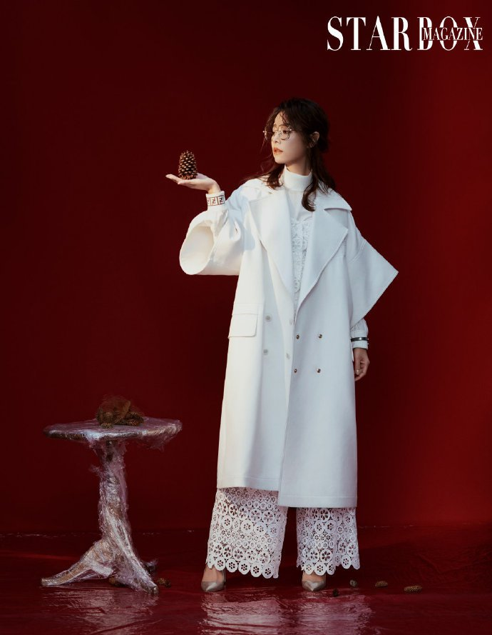 林心如早前拍攝大陸STARBOX雜誌身穿maje春夏系列鏤空短上衣與寬褲。圖/取...