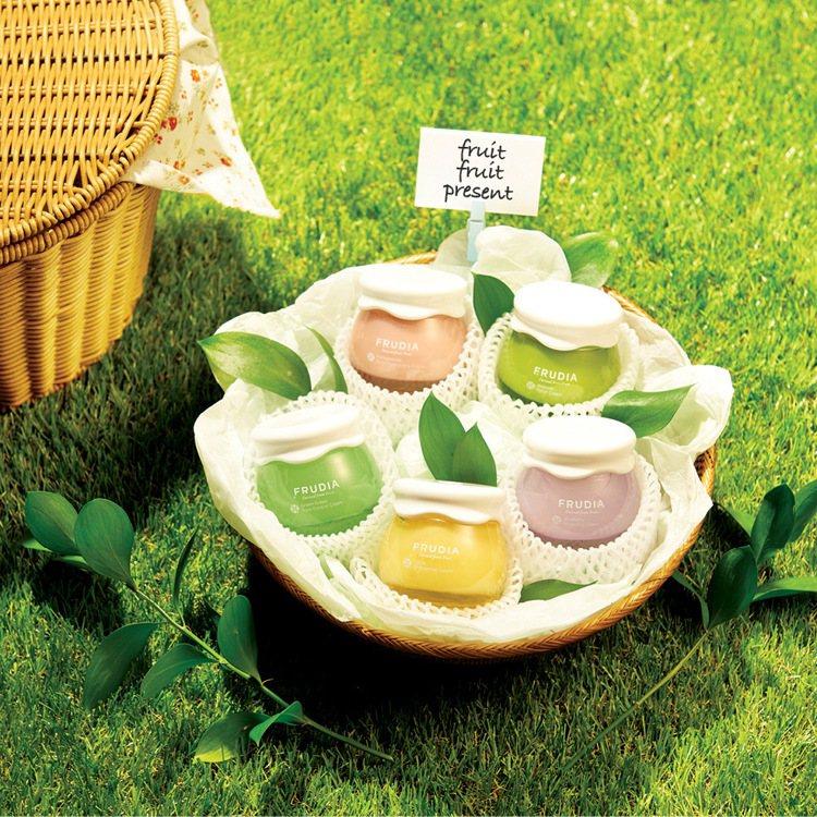 FRUDIA以果醬罐為設計概念,包裝繽紛多彩又兼具時尚質感。圖/FRUDIA提供