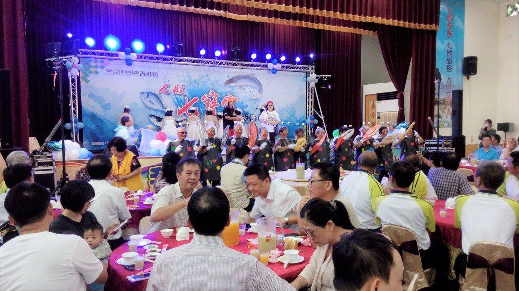 台南七股七寶宴今天中午在七股國小登場。圖/台南市府提供
