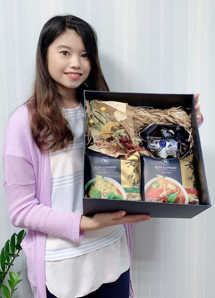 「老媽拌麵」與泰國米其林一星藍象餐廳聯名推出紅咖哩及綠咖哩乾拌麵。圖/愛合購提供