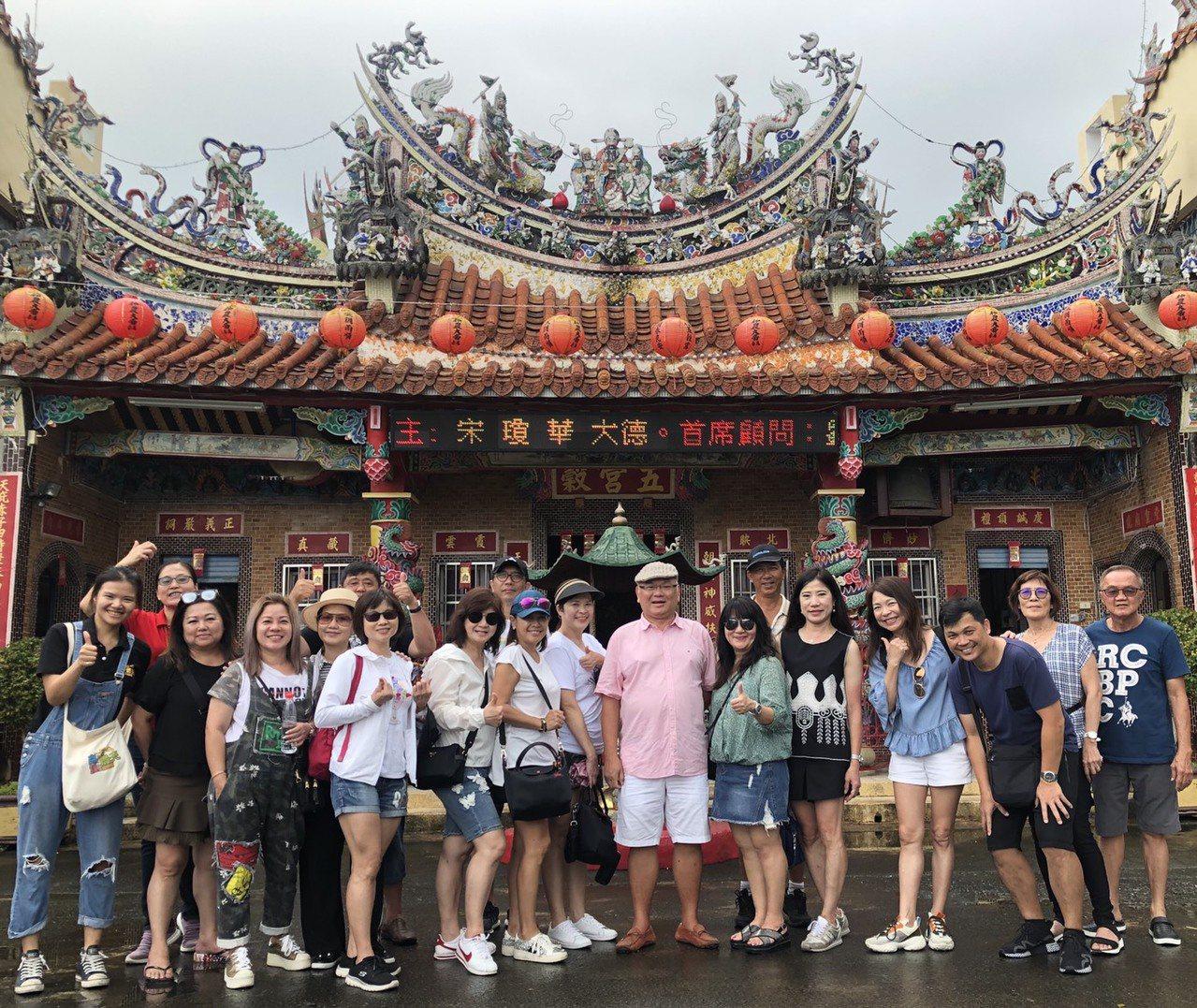 高雄一日農夫團隊相當重視新加坡的農遊市場,因為語言溝通無礙,再加上民族性及文化背...