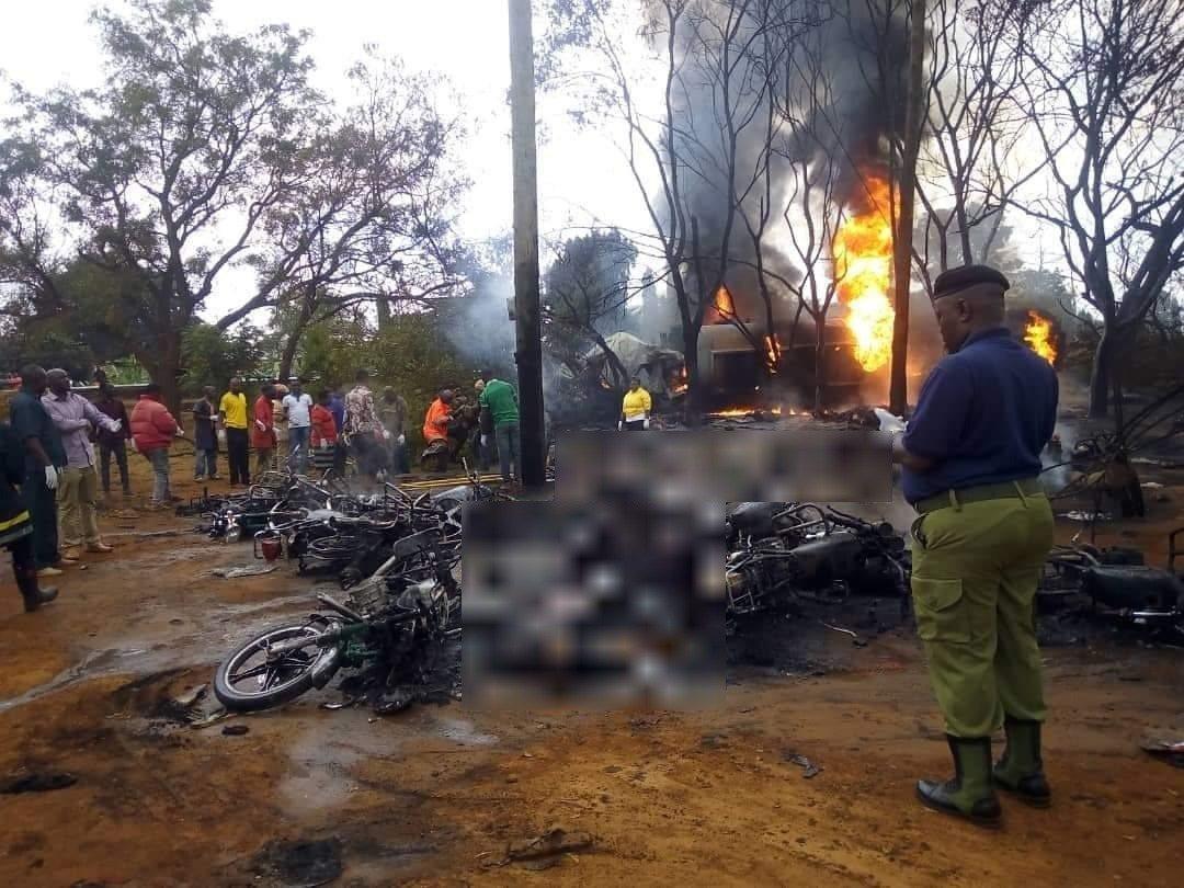 東非國家坦尚尼亞10日驚傳油罐車爆炸,目前已知造成57人死亡,現場畫面顯示滿地焦...