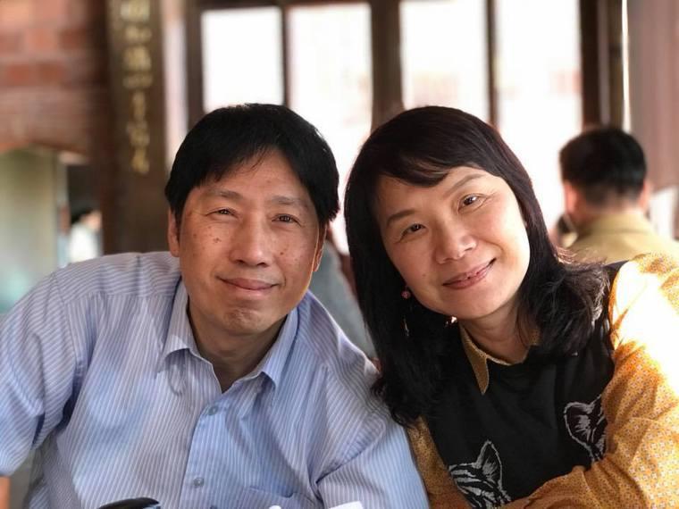 李大哥(左)病後失去工作不到一年,失智病程就盪下來。李太太(右)籲請政府重視早發...