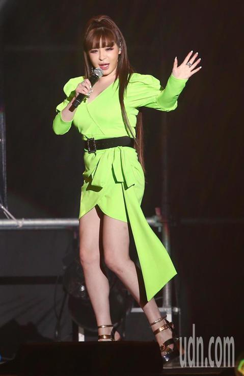 前2NE1主唱朴春10日來台,在新北市工商展覽館與1600名粉絲相見歡。她走出禁藥陰影,換新東家重新出發,首度在台灣舉辦個人見面會。今晚同時還有男團AB6IX、歌手鄭世雲都在台灣辦活動,讓台北整晚充...